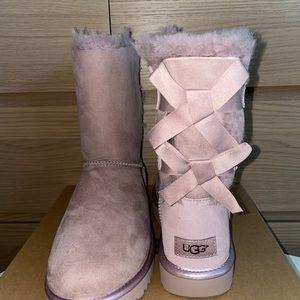 UGG NIB Bailey Bow II Metallic Dust Pink/SZ 8